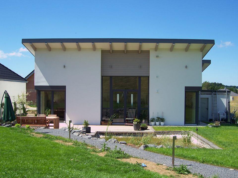 strick architekten euskirchen k ln bonn neubau eines eingeschossigen bungalows mit pultdach in. Black Bedroom Furniture Sets. Home Design Ideas